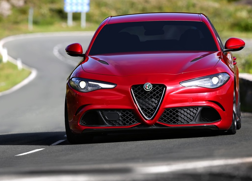 Alfa_Romeo-Giulia_2016_1024x768_wallpaper_0a