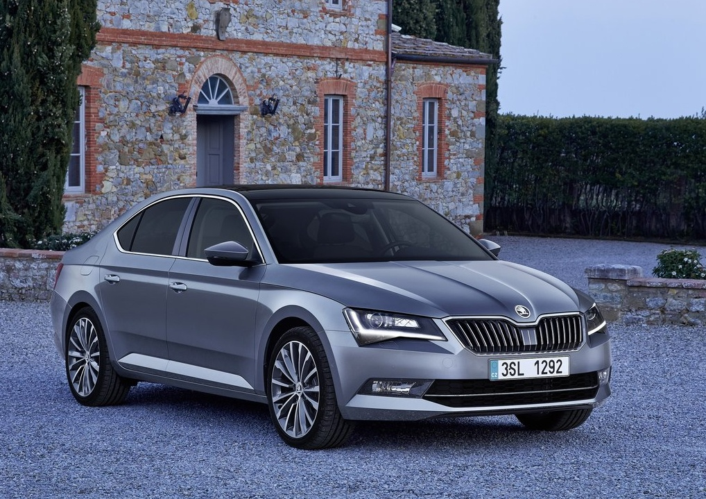 Skoda-Superb_2016_1024x768_wallpaper_02