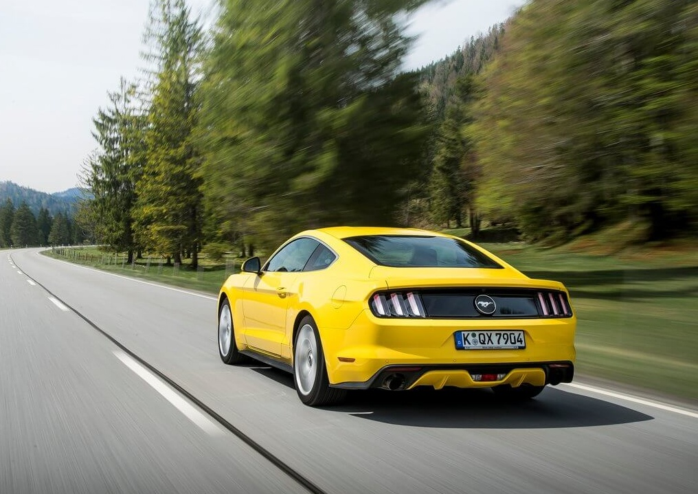 Ford-Mustang_EU-Version_2015_1024x768_wallpaper_27