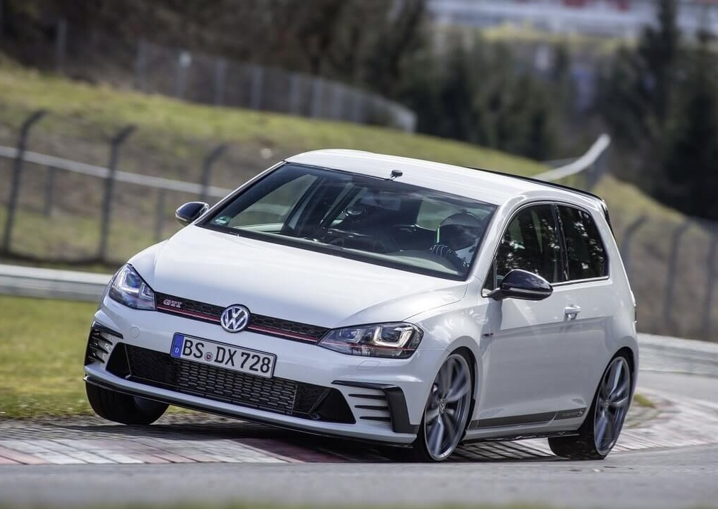 Volkswagen-Golf_GTI_Clubsport_S-2017-1024-0b