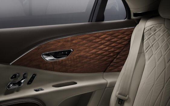 Η Bentley πρωτοπορεί με τρισδιάστατα πάνελ…ξύλου!