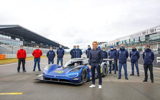 Ο πρωταθλητής της F1 Nico Rosberg, δοκιμάζει το ηλεκτρικό μονοθέσιο ID.R